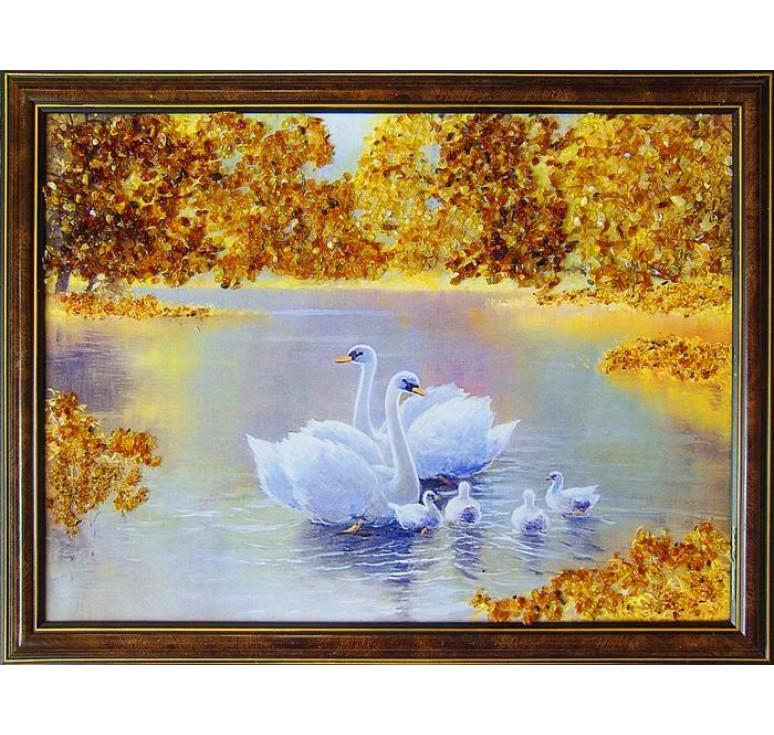 Картина из янтаря лебеди